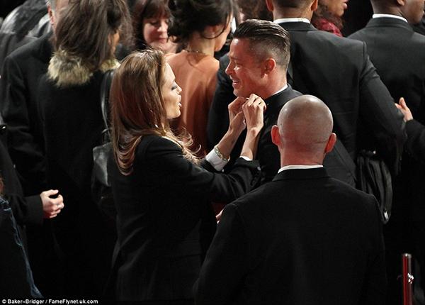 Angelina jolie và brad pitt tình tứ trên thảm đỏ baftas - 1