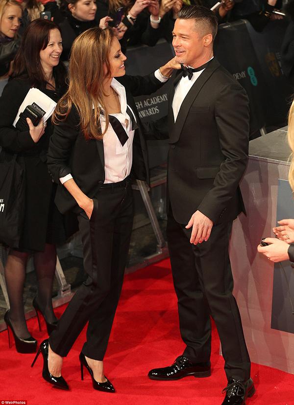Angelina jolie và brad pitt tình tứ trên thảm đỏ baftas - 2