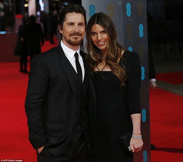 Angelina jolie và brad pitt tình tứ trên thảm đỏ baftas - 17