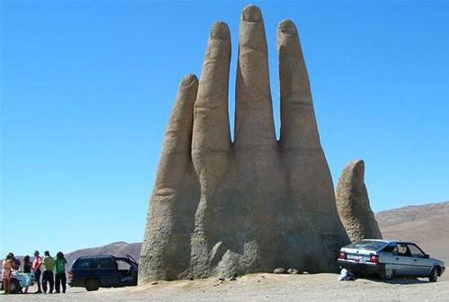 Bàn tay mọc giữa sa mạc ở chile - 2