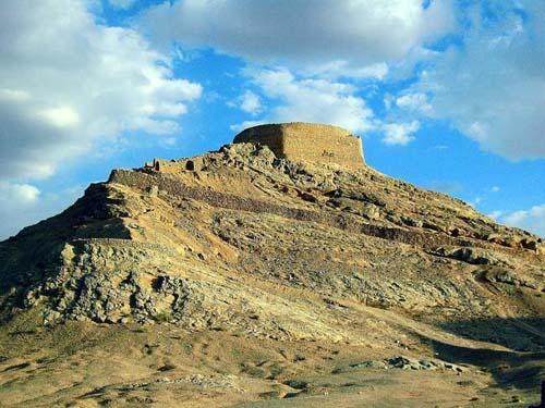 Bí ẩn về ngọn tháp của sự im lặng ở iran - 2