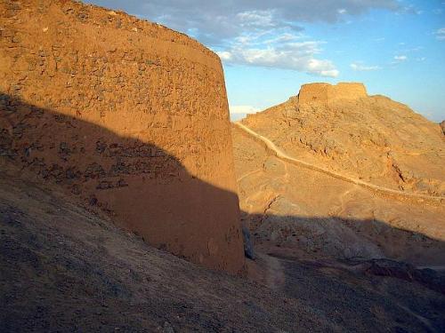 Bí ẩn về ngọn tháp của sự im lặng ở iran - 3