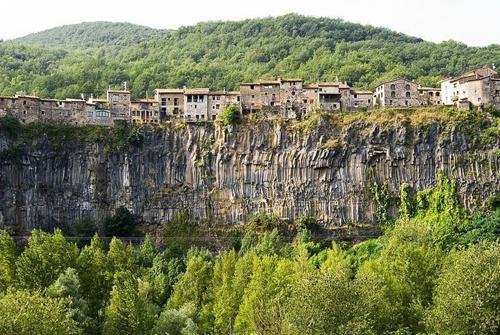 Castellfollit de la roca - ngôi làng đẹp hơn cả tranh vẽ - 1