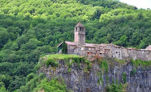 Castellfollit de la roca - ngôi làng đẹp hơn cả tranh vẽ - 3