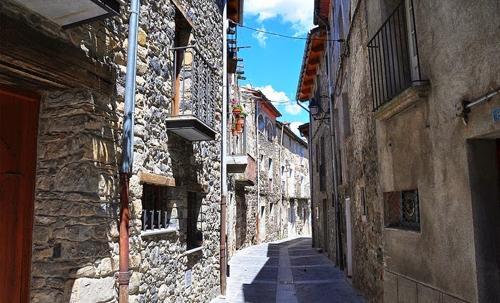 Castellfollit de la roca - ngôi làng đẹp hơn cả tranh vẽ - 4
