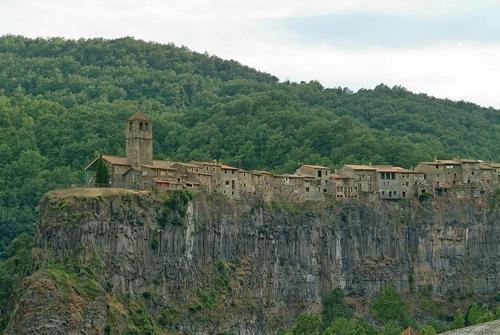 Castellfollit de la roca - ngôi làng đẹp hơn cả tranh vẽ - 5