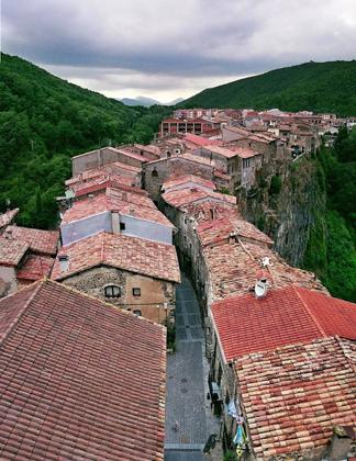 Castellfollit de la roca - ngôi làng đẹp hơn cả tranh vẽ - 6
