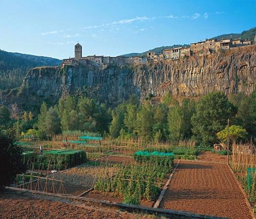 Castellfollit de la roca - ngôi làng đẹp hơn cả tranh vẽ - 7