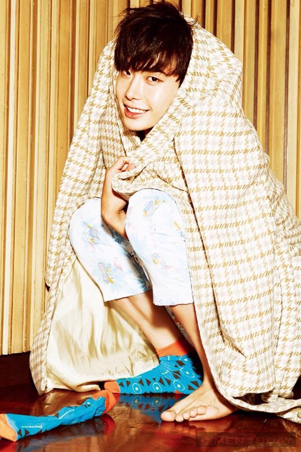 Lee jong suk đa phong cách trên các tạp chí tháng 10 - 17