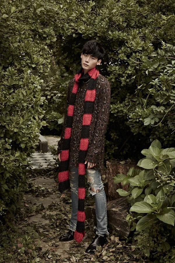 Lee jong suk đa phong cách trên các tạp chí tháng 10 - 9