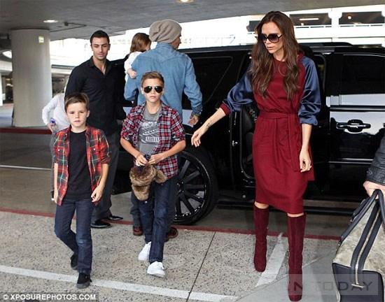 Ngắm phong cách sành điệu của gia đình Becks tại sân bay