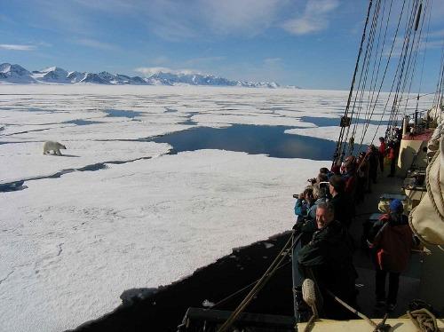 Noorderlicht khách sạn nằm giữa biển băng - 11