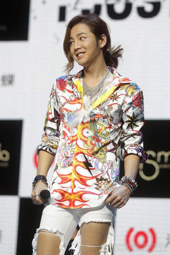 Style rách tả tơi của jang geun suk - 2