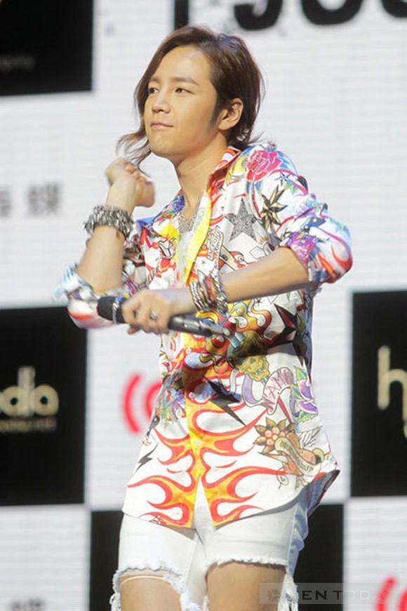 Style rách tả tơi của jang geun suk - 7