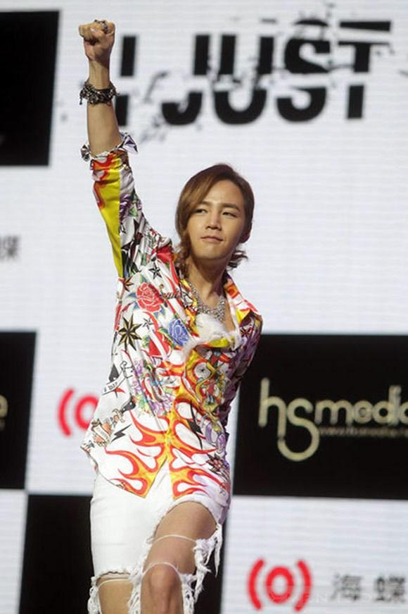 Style rách tả tơi của jang geun suk - 9