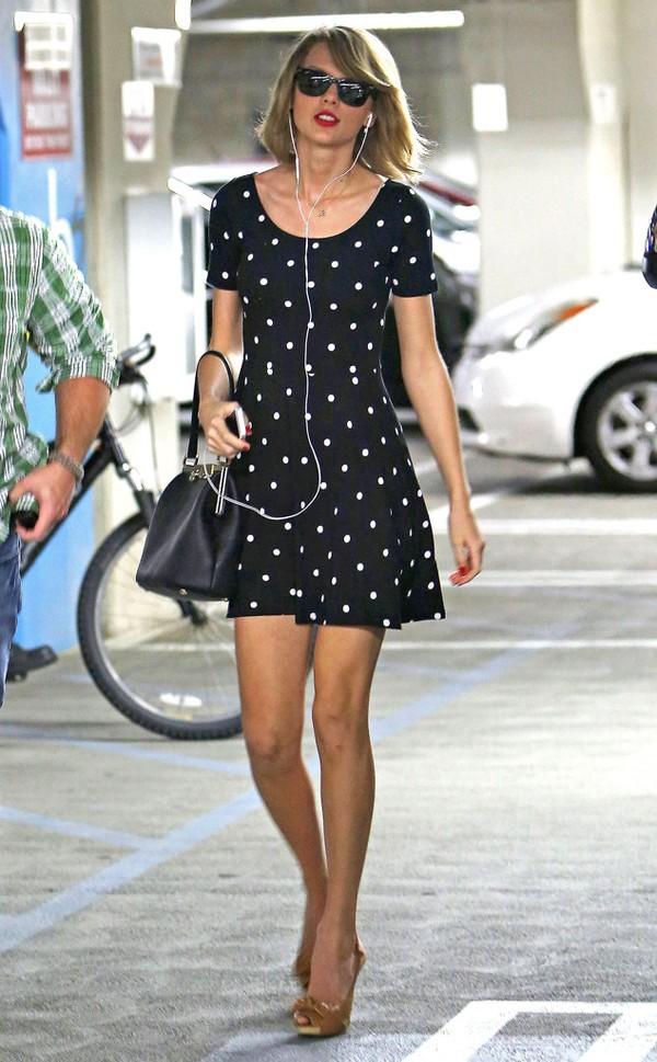 Taylor swift vẫn xinh đẹp và bắt mắt với váy 300 ngàn vnd - 1