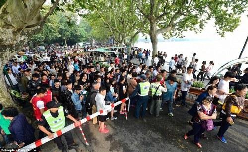 Trung quốc tắc đường vì làn sóng du lịch trong tuần lễ vàng - 4