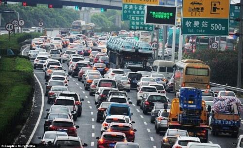 Trung quốc tắc đường vì làn sóng du lịch trong tuần lễ vàng - 5