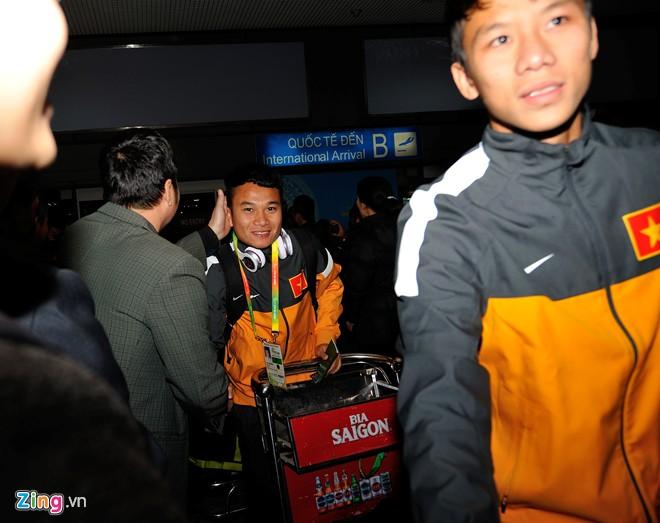 U23 việt nam mệt mỏi ở sân bay nội bài - 2
