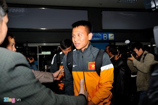 U23 việt nam mệt mỏi ở sân bay nội bài - 3
