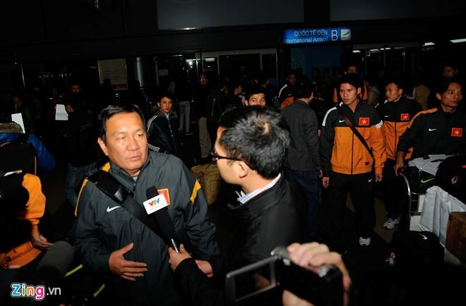 U23 việt nam mệt mỏi ở sân bay nội bài - 6