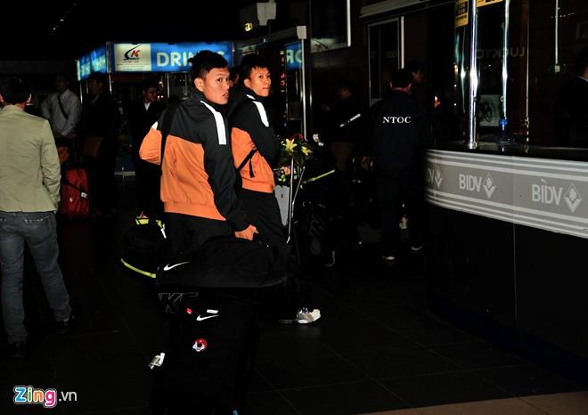 U23 việt nam mệt mỏi ở sân bay nội bài - 7