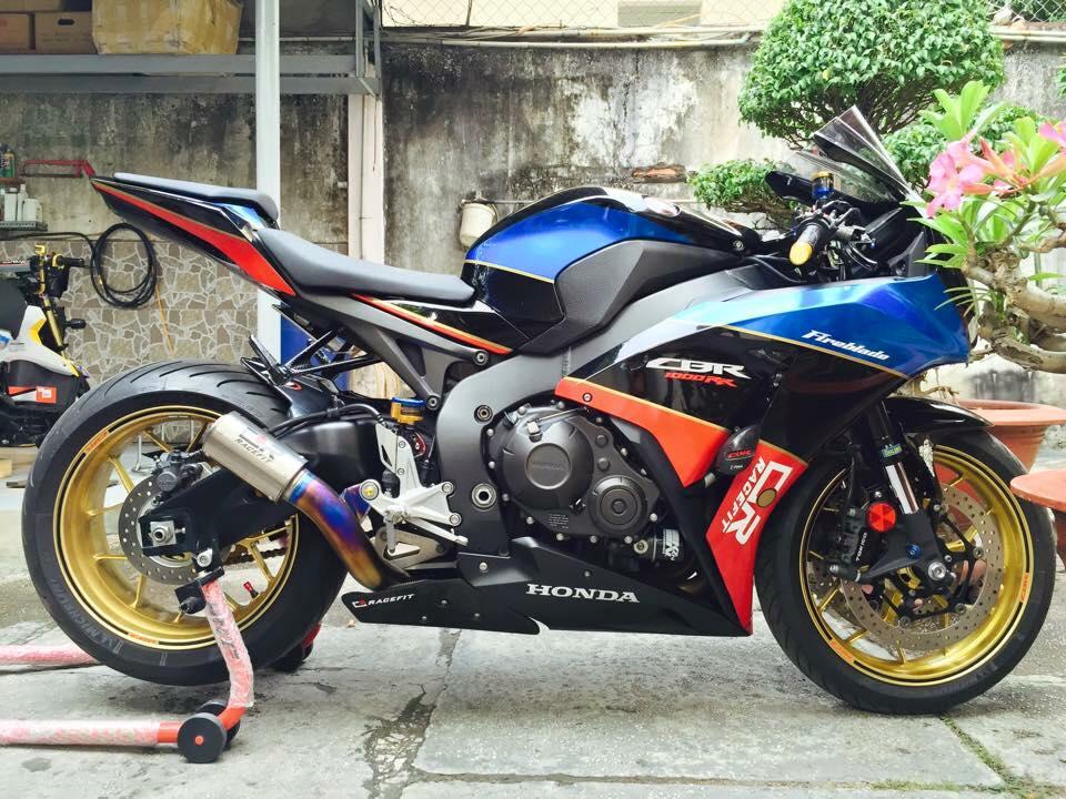 Honda cbr1000rr black edition độ đầy phong cách của biker đồng nai - 1