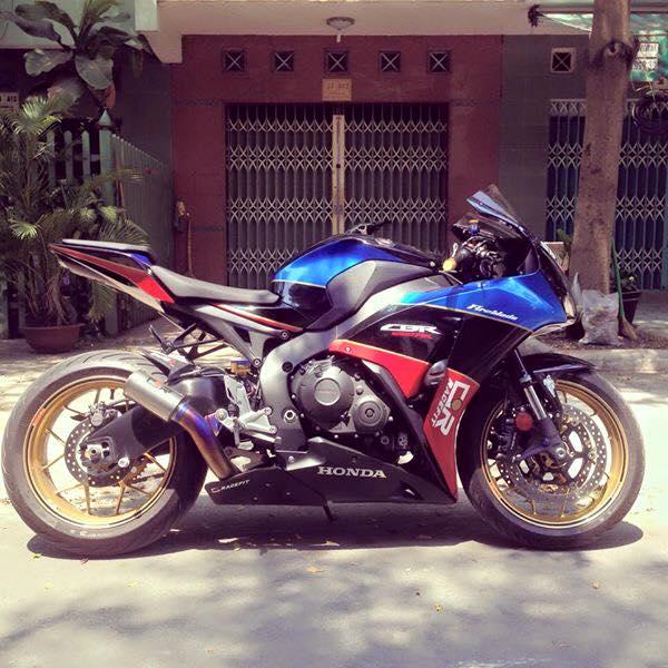 Honda cbr1000rr black edition độ đầy phong cách của biker đồng nai - 2