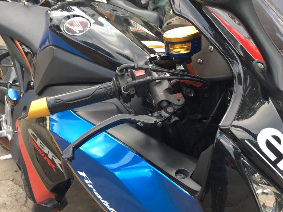 Honda cbr1000rr black edition độ đầy phong cách của biker đồng nai - 4