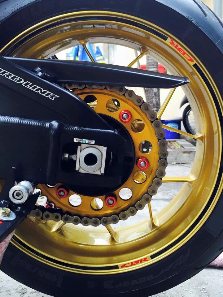 Honda cbr1000rr black edition độ đầy phong cách của biker đồng nai - 7
