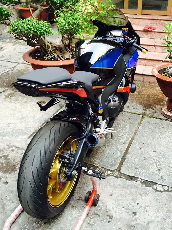 Honda cbr1000rr black edition độ đầy phong cách của biker đồng nai - 8