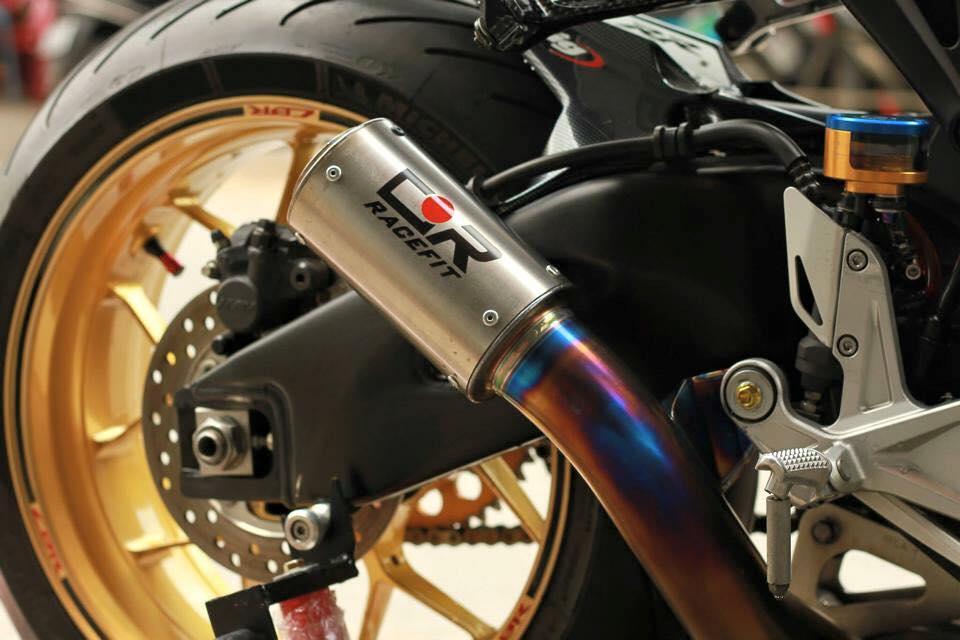 Honda cbr1000rr black edition độ đầy phong cách của biker đồng nai - 9