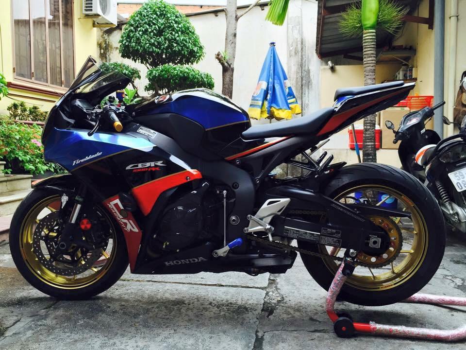 Honda cbr1000rr black edition độ đầy phong cách của biker đồng nai - 10