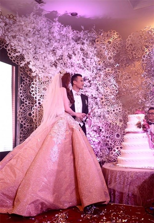 Các bộ váy cưới trị giá gần 600 triệu của thúy diễm có gì - 2