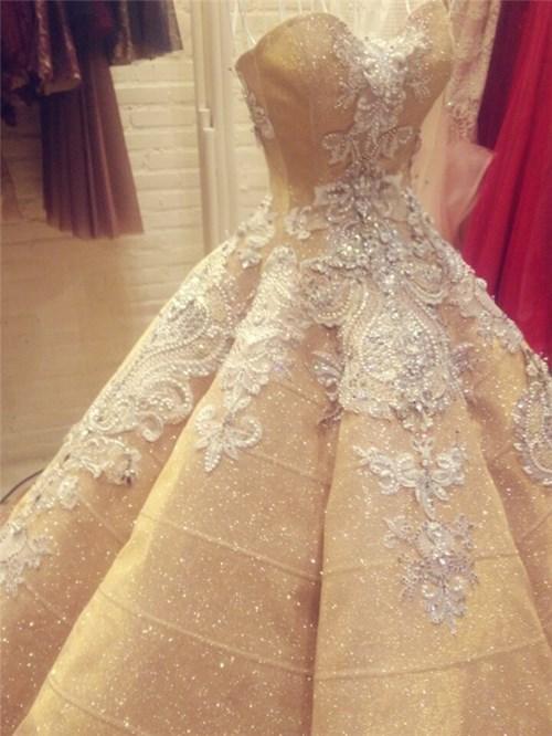 Các bộ váy cưới trị giá gần 600 triệu của thúy diễm có gì - 4