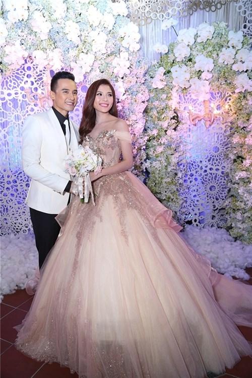 Các bộ váy cưới trị giá gần 600 triệu của thúy diễm có gì - 6