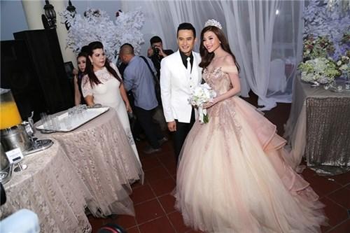 Các bộ váy cưới trị giá gần 600 triệu của thúy diễm có gì - 7