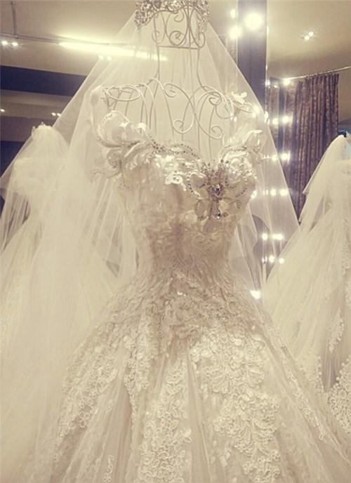 Các bộ váy cưới trị giá gần 600 triệu của thúy diễm có gì - 14