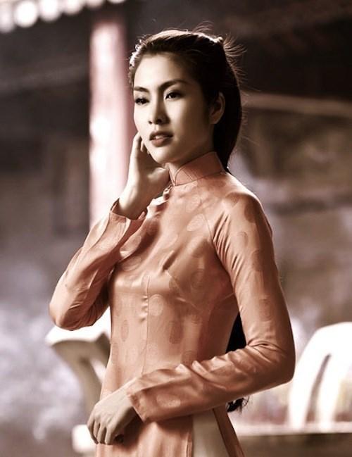 Cách tạo dáng để có bộ ảnh áo dài lung linh đón xuân - 1