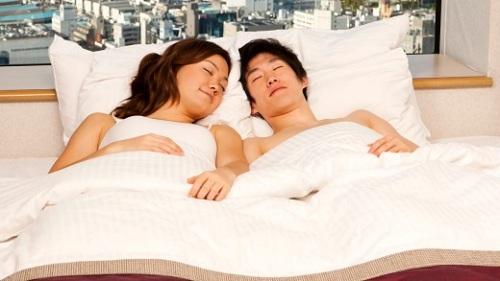 Cửa hàng ngủ cùng trai đẹp ở nhật bản - 1