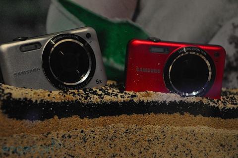 Máy ảnh chống thấm nước và chống sốc của samsung - 2