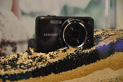 Máy ảnh chống thấm nước và chống sốc của samsung - 3