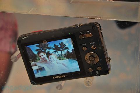 Máy ảnh chống thấm nước và chống sốc của samsung - 7