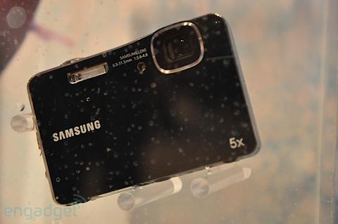 Máy ảnh chống thấm nước và chống sốc của samsung - 8