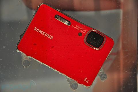 Máy ảnh chống thấm nước và chống sốc của samsung - 10