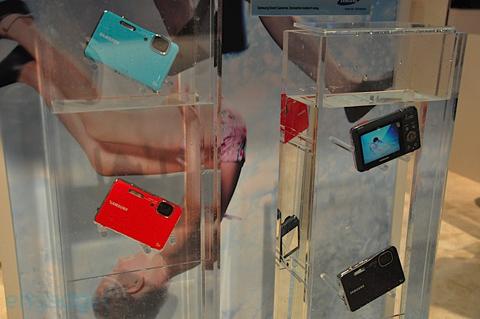 Máy ảnh chống thấm nước và chống sốc của samsung - 11