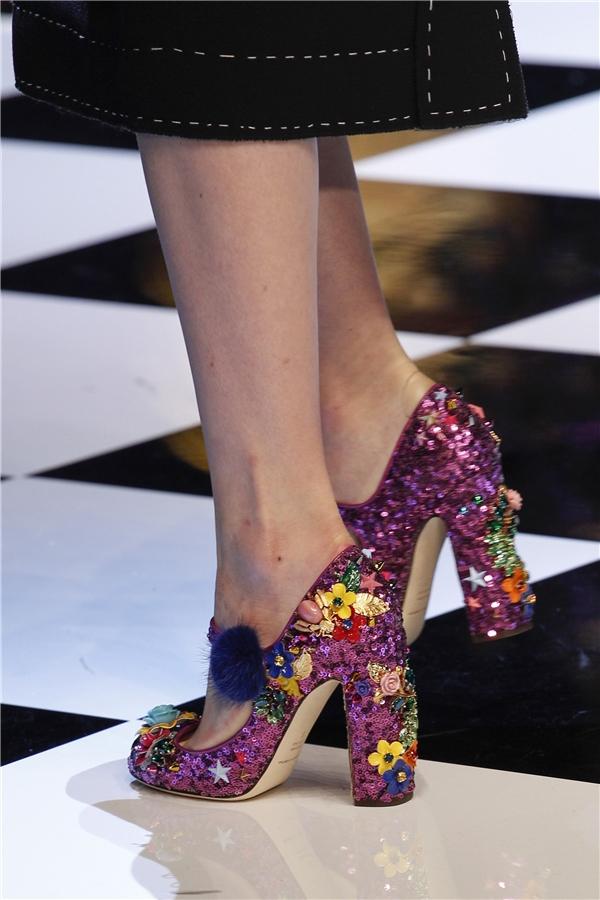 Mê đắm những đôi giày bị lọ lem đánh rơi giữa đời thực - 14