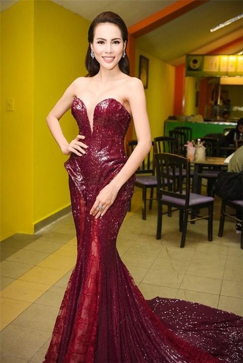 Mĩ nhân việt đọ sắc với váy áo màu đỏ rượu sang trọng tinh tế - 3