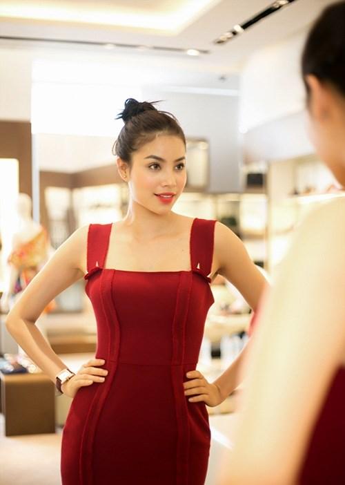Mĩ nhân việt đọ sắc với váy áo màu đỏ rượu sang trọng tinh tế - 4