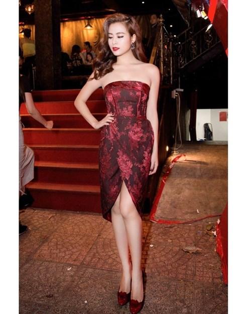 Mĩ nhân việt đọ sắc với váy áo màu đỏ rượu sang trọng tinh tế - 8